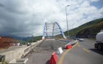 Παραδίδεται στην κυκλοφορία τον Οκτώβριο η τοξωτή γέφυρα στην Τσακώνα