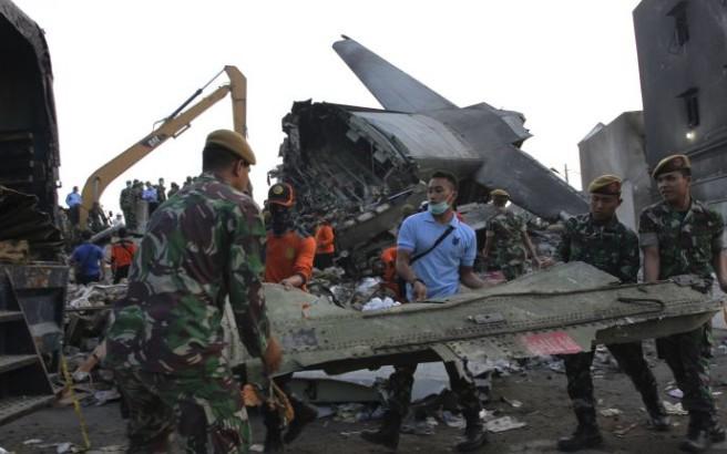 Στα 141 oι νεκροί του αεροπορικού δυστυχήματος