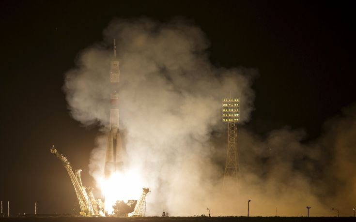 The Soyuz TMA-17M spacecraft carrying the International Space Station (ISS) crew of Kjell Lindgren of the U.S., Oleg Kononenko of Russia and Kimiya Yui of Japan blasts off from the launch pad at the Baikonur cosmodrome, Kazakhstan, July 23, 2015. REUTERS/Shamil Zhumatov        TPX IMAGES OF THE DAY