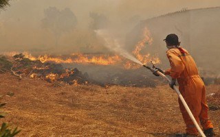 Μεγάλη φωτιά στο Σπαθοβούνι Κορινθίας