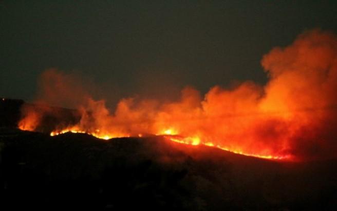Ανεξέλεγκτη η πυρκαγιά στο όρος Βραχίωνα στη Ζάκυνθο