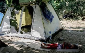 Κλιμάκιο γιατρών στους πρόσφυγες του Πεδίου του Άρεως