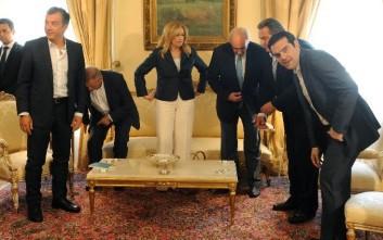 Το θέμα των πρόωρων εκλογών στο «μενού» των πολιτικών αρχηγών