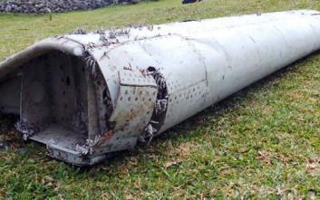 Σε εργαστήριο αναλύσεων τα συντρίμμια του αεροσκάφους από το Ρεϊνιόν