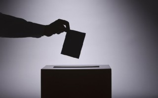Οκτακομματική Βουλή δείχνει δημοσκόπηση