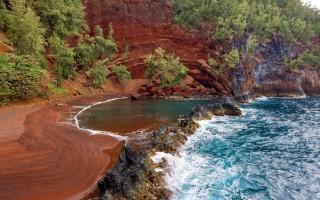 Οι πιο πολύχρωμες παραλίες του πλανήτη Γη