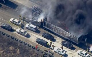 Πυρκαγιά έφτασε στο δρόμο κι έκαψε αυτοκίνητα στην Καλιφόρνια!