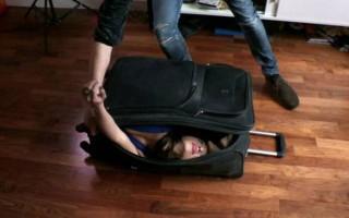 Το κορίτσι που χωράει σε μία βαλίτσα