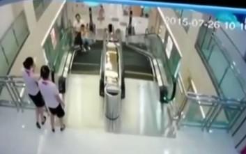 Κυλιόμενες σκάλες «κατάπιαν» νεαρή μητέρα στην Κίνα
