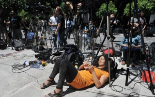 Δημοσιογραφικές στιγμές έξω από το Προεδρικό Μέγαρο