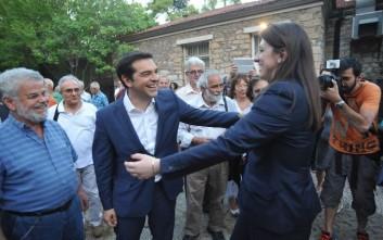 Η θερμή αγκαλιά Τσίπρα-Κωνσταντοπούλου στο Πάρκο Ελευθερίας