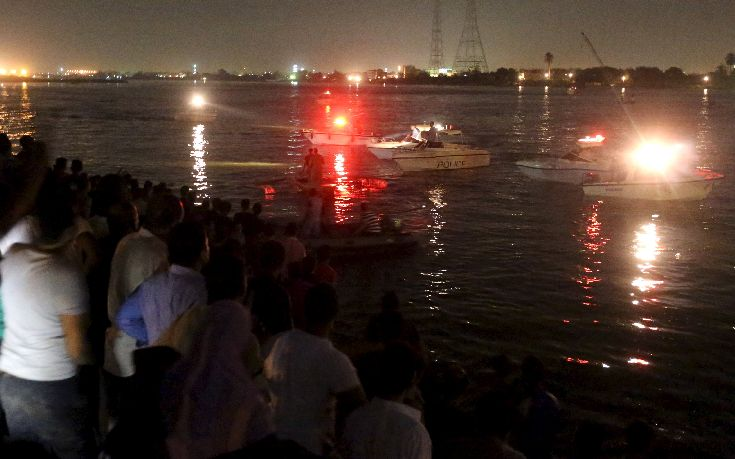People gather along the banks of the Nile River during a search for the victims of a boat accident on the River Nile in the Warraq area of Giza, Egypt, early July 23, 2015. At least 15 people drowned when a small boat collided with a barge and capsized on the Nile River near Cairo on Wednesday night, Egypt's interior ministry said in a statement.REUTERS/Mohamed Abd El Ghany