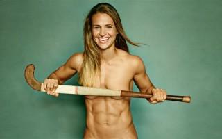 Αθλητές φωτογραφίζονται γυμνοί