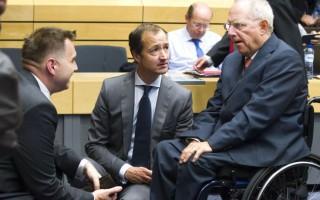 Le Monde: Πιέσεις στην Ελλάδα την ώρα του Eurogroup