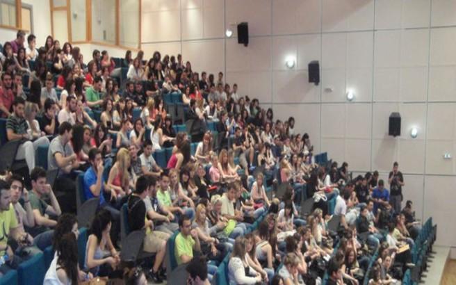 Πρόταση για να μπαίνουν φοιτητές στα ΑΕΙ με δίδακτρα