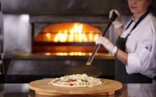 Η Αθήνα απέκτησε τη δική της pizza στη La Brasserie του ΤΙΤΑΝΙΑ