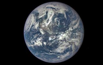 Φωτογραφία της Γης από απόσταση ενός εκατομμυρίου μιλίων