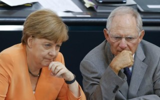 Αριστερά και Σοσιαλδημοκράτες στη Γερμανία, τάσσονται κατά Σόιμπλε και Μέρκελ