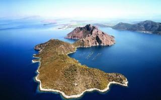 Τα 10 πιο φτηνά ελληνικά νησιά προς πώληση