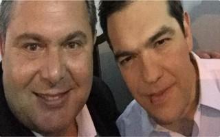 Selfie Καμμένου - Τσίπρα στο Σύνταγμα