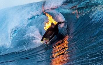 Φλεγόμενος σέρφερ δαμάζει τα κύματα!