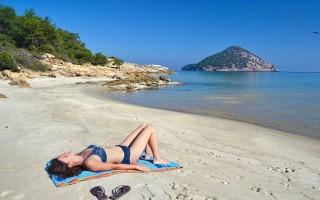 Στην Ελλάδα παραμένει το εισερχόμενο τουριστικό εισόδημα