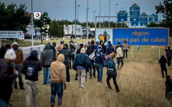 Αυστηρότερους νόμους για τους μετανάστες ετοιμάζει η Βρετανία