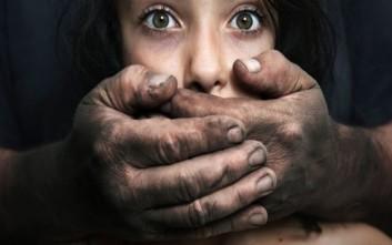 Σχεδόν 300 κλήσεις φέτος στη Γραμμή 1109 για την εμπορία ανθρώπων