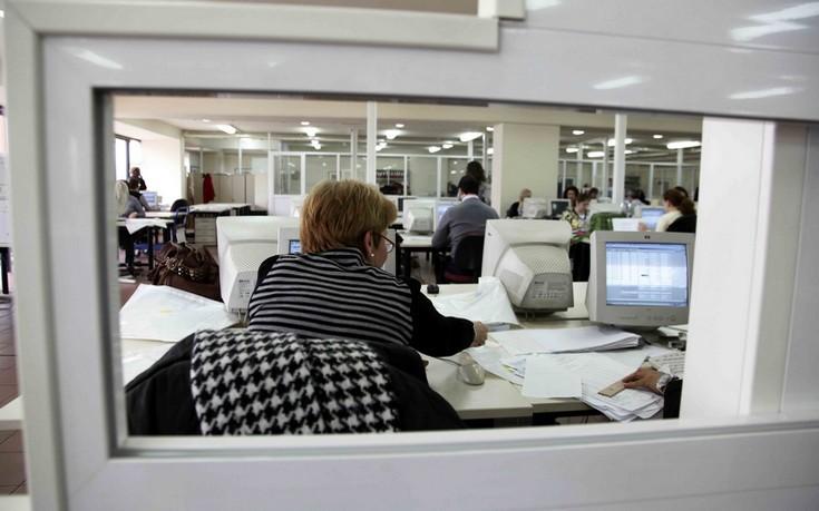 Το ΥΠΕΣ απαντά για το «πάγωμα» διορισμών και προσλήψεων στο Δημόσιο