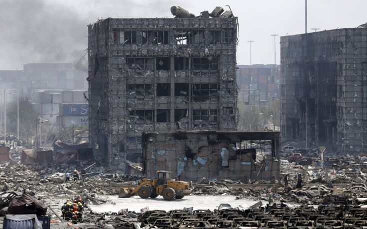 Damaged buildings and cars are seen near the site of the explosions at the Binhai new district, Tianjin, August 13, 2015. At least 17 people were killed and 400 injured when two huge explosions tore through an industrial area where toxic chemicals and gas were stored in the northeast Chinese port city of Tianjin, state media said on Thursday. REUTERS/Jason Lee