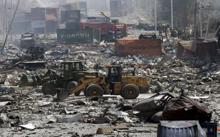 Excavators work near the site of the explosions at the Binhai new district, Tianjin, August 13, 2015. At least 17 people were killed and 400 injured when two huge explosions tore through an industrial area where toxic chemicals and gas were stored in the northeast Chinese port city of Tianjin, state media said on Thursday. REUTERS/Jason Lee