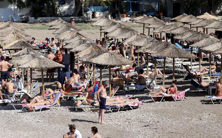 Όργιo παρανομιών στις ελληνικές παραλίες!
