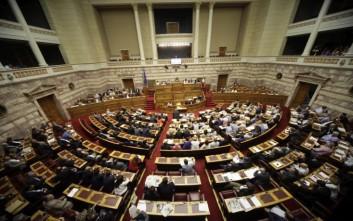 Σφοδρή κόντρα στη Βουλή για τα κόκκινα δάνεια