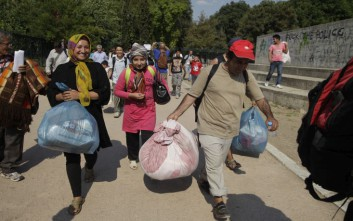Στον Ελαιώνα οι πρόσφυγες από το Πεδίον του Άρεως