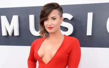 Τα «τιτιβίσματα» της Demi Lovato