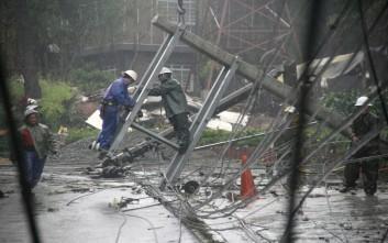 «Φονικός» τυφώνας σαρώνει τις Φιλιππίνες