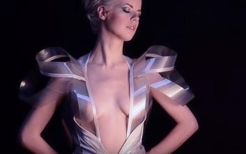 Το φόρεμα που γίνεται διάφανο όσο αυξάνονται οι παλμοί