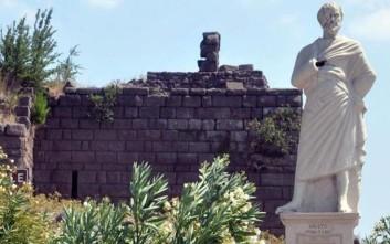 Βανδάλισαν το άγαλμα του Αριστοτέλη στην Σμύρνη