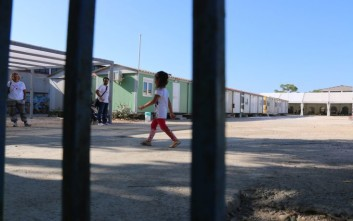 Στον Ελαιώνα 580 πρόσφυγες και μετανάστες από τον Πειραιά