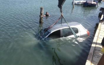 Πάρκαρε το αυτοκίνητό του έξω από το λιμάνι, αλλά το βρήκε στη θάλασσα