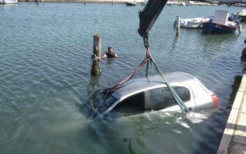 Αυτοκίνητο έπεσε στη θάλασσα στα Καμίνια Αχαΐας, μόνη της βγήκε η οδηγός