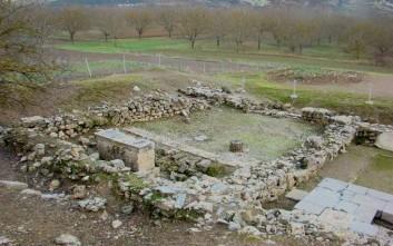 Τείχος και ιερό στην ανασκαφή της αρχαίας Φενεού