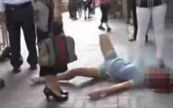 Έπεσε στο δρόμο και χτυπιόταν όταν την παράτησε ο αγαπημένος της