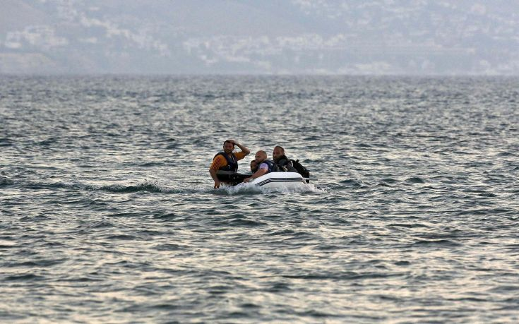 A dinghy with Syrian refugees approaches a beach of the Greek island of Kos