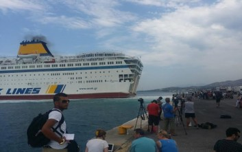 Ακόμα 2.163 πρόσφυγες φέρνει στον Πειραιά το Ελευθέριος Βενιζέλος
