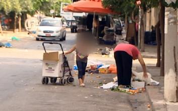 Ψάχνουν στα σκουπίδια της λαϊκής αγοράς για φαγητό