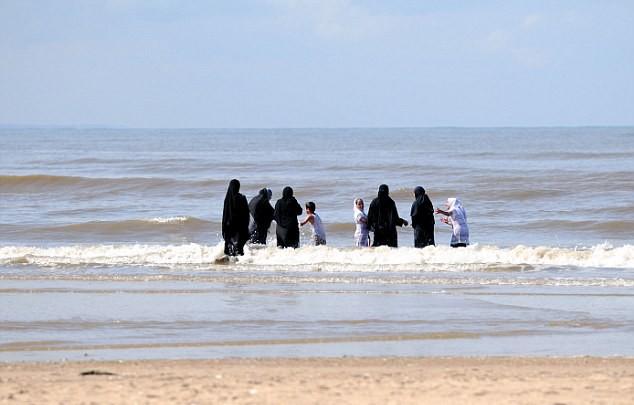 Μουσουλμάνες ζητούν παραλία μόνο για γυναίκες στο Μαρόκο