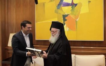 Τον Αρχιεπίσκοπο Αλβανίας δέχτηκε στο Μαξίμου ο Τσίπρας