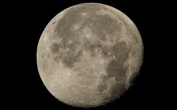 Ο Διεθνής Διαστημικός Σταθμός μια κουκκίδα στο φεγγάρι