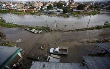 Παραγκούπολη έγινε... λίμνη στο Νεπάλ